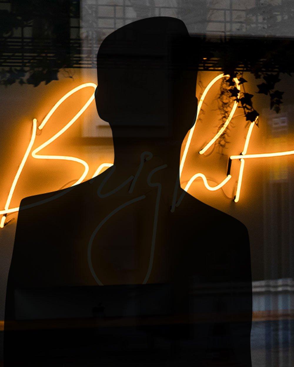 Bright_Man_staand_1000x1250